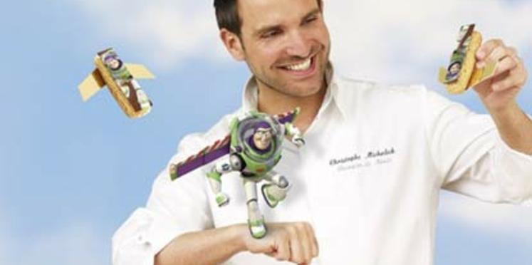 Christophe Michalak crée un éclair pour Disneyland Paris