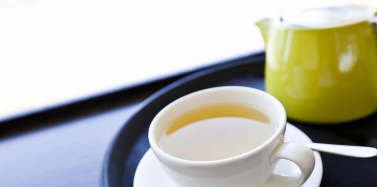 Comment bien préparer et servir le thé (vidéo)