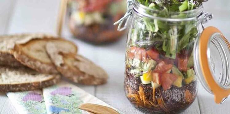 Salade jar, salade bocal : la nouvelle folie pour le repas du déjeuner