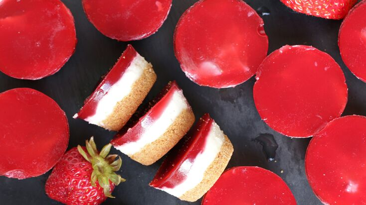 VIDEO : mini cheesecakes vegan à la fraise