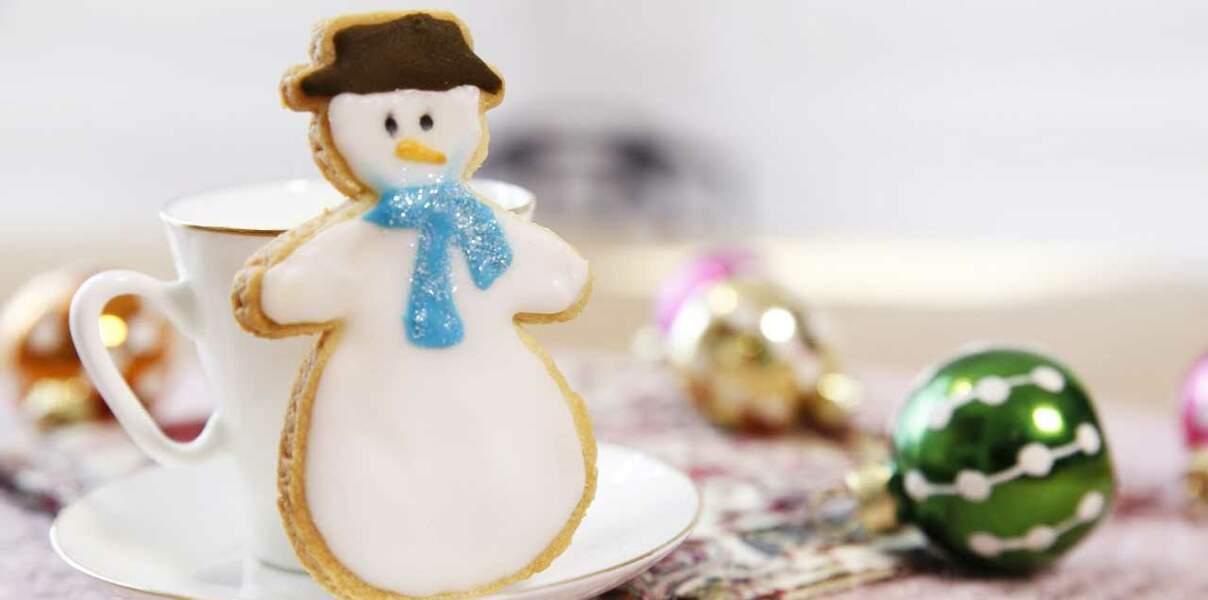 Vidéo - Des sablés de Noël en bonhomme de neige
