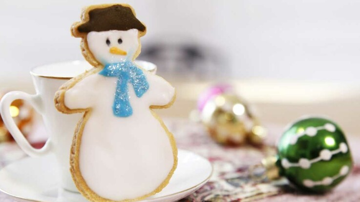 Vidéo : des sablés de Noël en bonhomme de neige