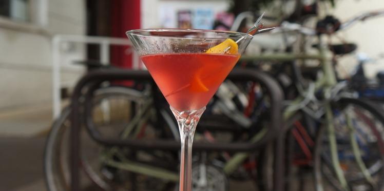 Le cosmopolitan : la recette du cocktail en vidéo