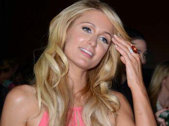 """Paris Hilton : """"Je me suis acheté un soutien-gorge Dolce Gabbana avec mon premier salaire"""""""