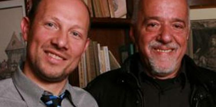 Rencontre entre Paulo Coelho et le gagnant du prix littéraire Femme Actuelle