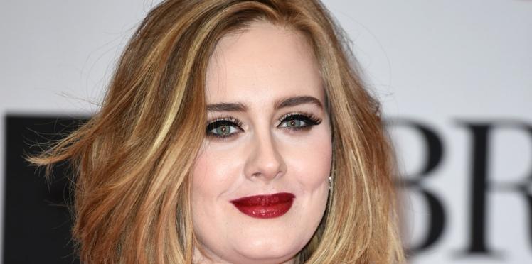 Adele s'insurge en plein concert contre la pression autour de l'allaitement