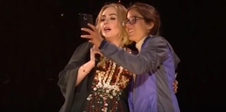 Adele : la diva rote au nez d'une fan en plein concert