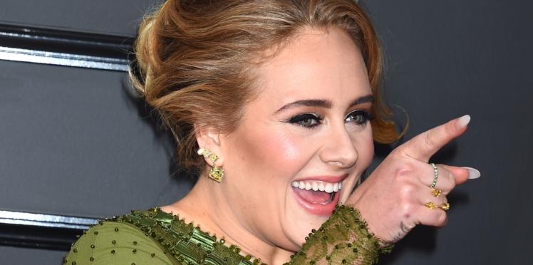 Adele se bat contre un scarabée en plein concert, et c'est très drôle