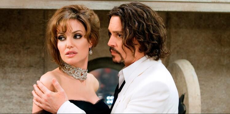 Angelina Jolie consolée par Johnny Depp