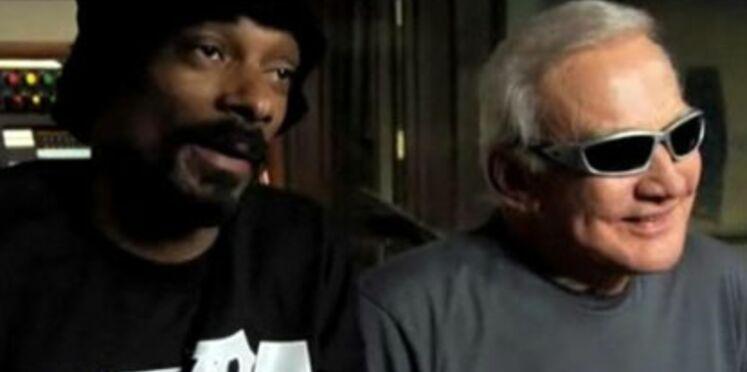 Buzz Aldrin rappe avec Snoop Dog