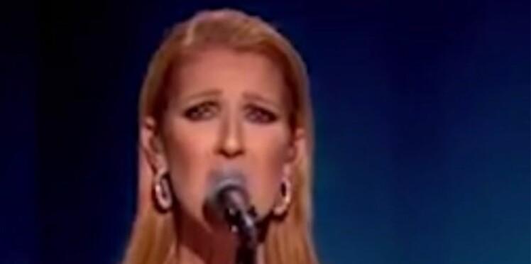 Vidéo: Céline Dion fond en larmes sur scène