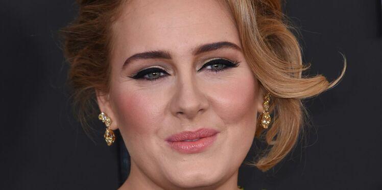 Adele lance des billets de 20 dollars en plein concert!