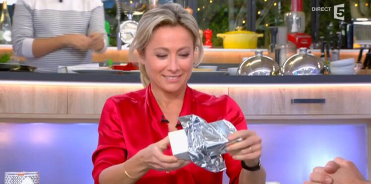 VIDÉO - Le cadeau coquin d'Arnaud Ducret à Anne-Sophie Lapix
