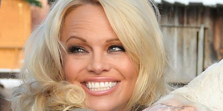 Photo- Pamela Anderson, refaite, et complètement méconnaissable