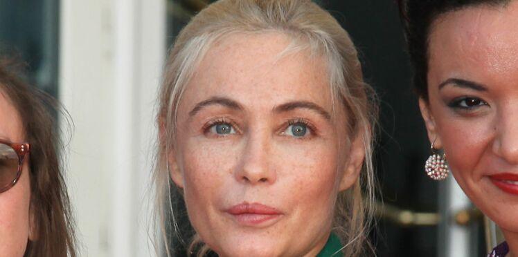 Photo : après la polémique, Emmanuelle Béart s'affiche sans maquillage