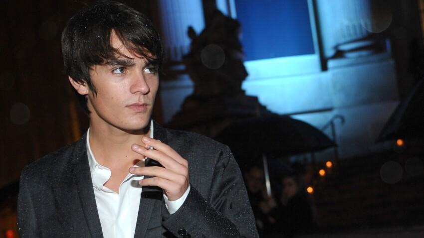 Découvrez Alain-Fabien Delon : le fils d'Alain Delon, qui devient égérie Dior