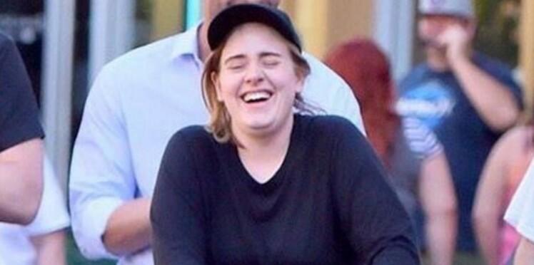 Photos : Adele sans maquillage, avec son fils (en robe) et son amoureux, on aime !