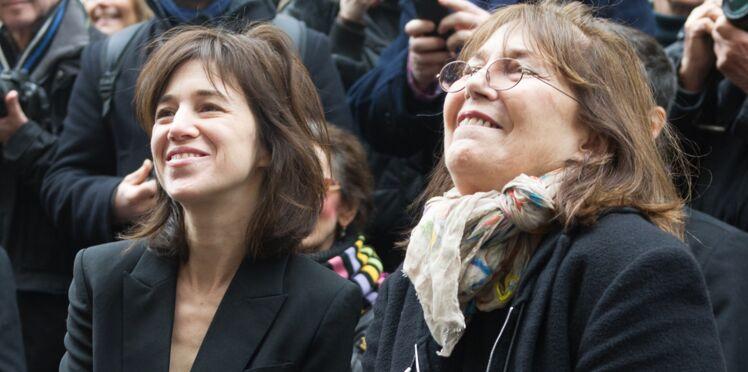 Photos : Jane Birkin et Charlotte Gainsbourg réunies pour rendre hommage à Serge