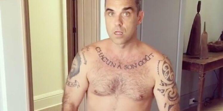 Vidéo : Robbie Williams se dévoile entièrement nu