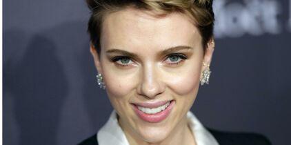 Scarlett Johansson prend à nouveau la pose pour la marque