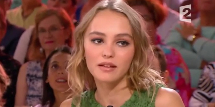 Lily-Rose Depp raconte la réaction de ses parents face à son choix de devenir actrice