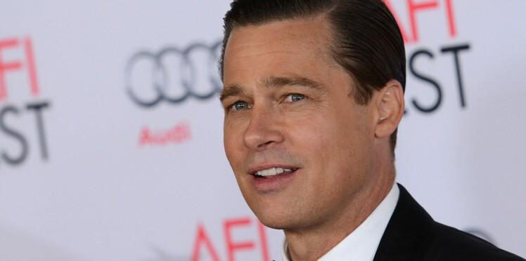 Vidéo : Brad Pitt, héroïque, sauve une petite fille en train de suffoquer