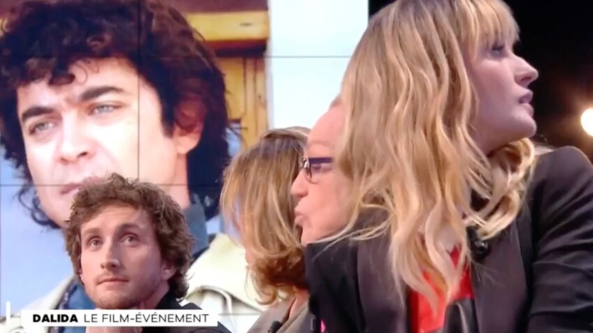 Vidéo - Sveva Alviti, l'interprète de Dalida, victime d'un malaise en direct