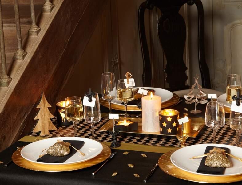 Une table de Noël dorée