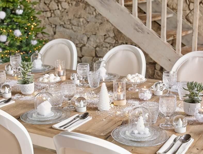Une table de Noël tout en blanc