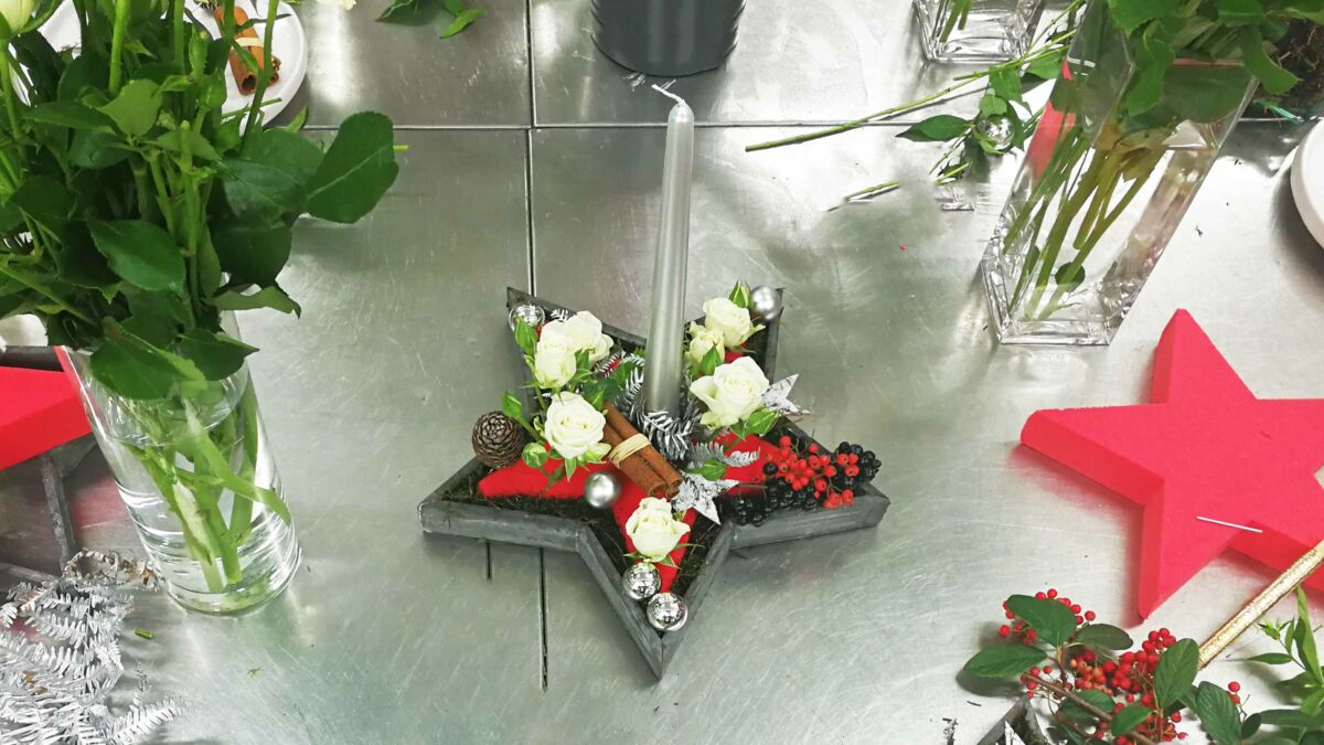 Comment Faire Un Centre De Table Avec Des Fleurs diy de noël : un centre de table avec des fleurs de saison