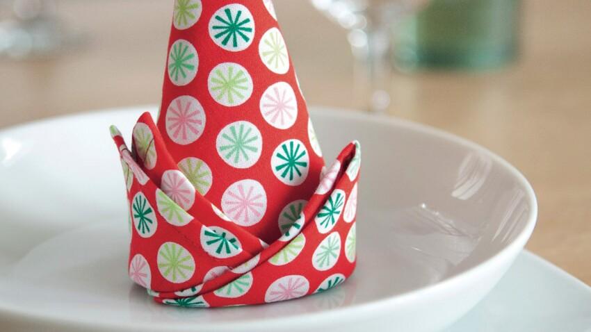 Le pliage de serviette en forme de cône