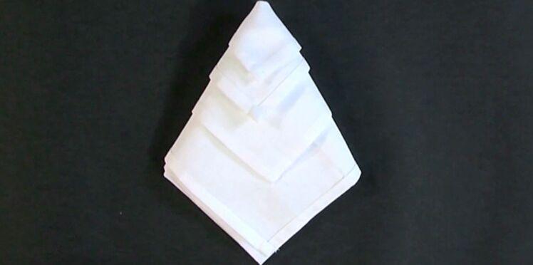 Pliage de serviette en forme de diamant