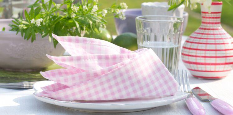 Pliage de serviette en forme de fleur de paradis