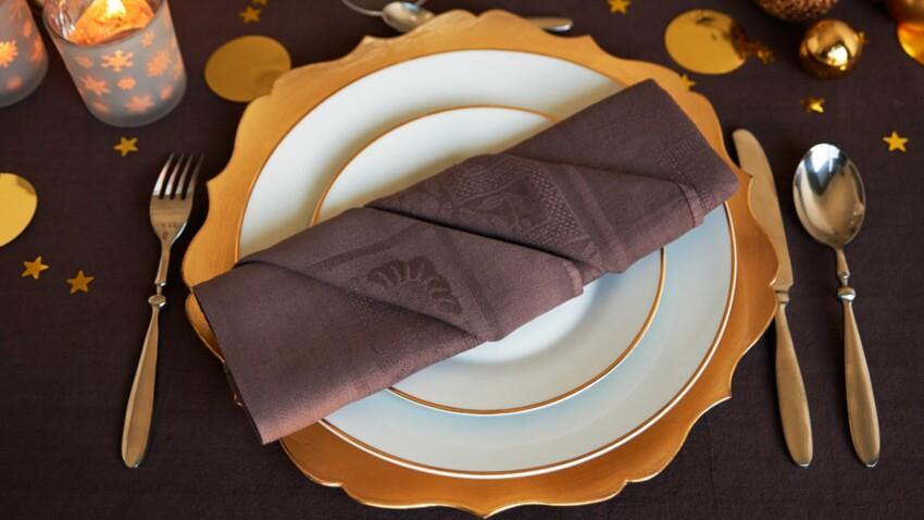 Pliage de serviette en forme de plis à secrets