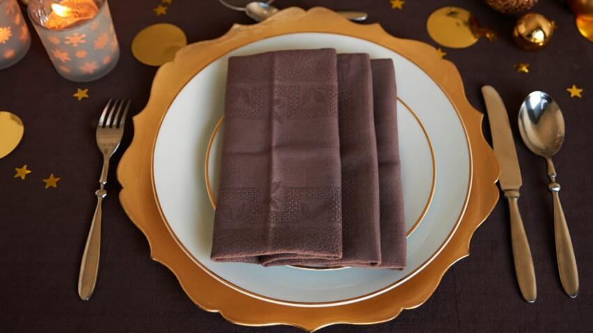 Pliage de serviette en forme de plis pochette