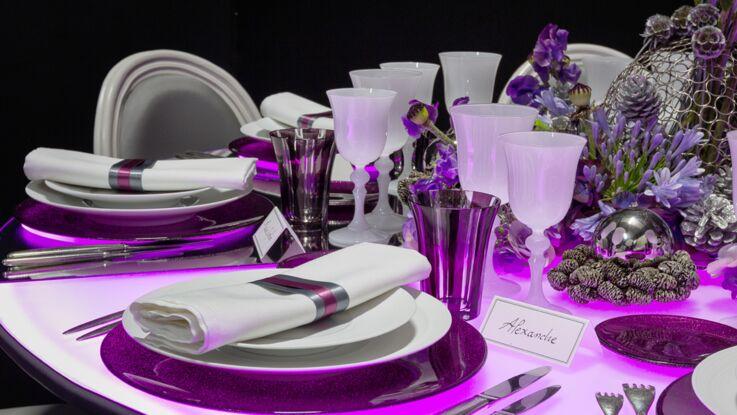 Une table de fête rose tout en lumière