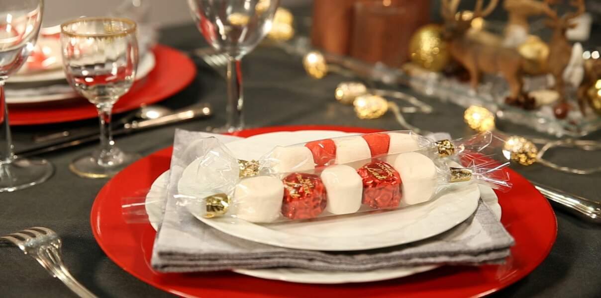 Vidéo de Noël - Une brochette de bonbons en cadeau d'assiette