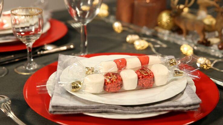Vidéo de Noël : une brochette de bonbons en cadeau d'assiette