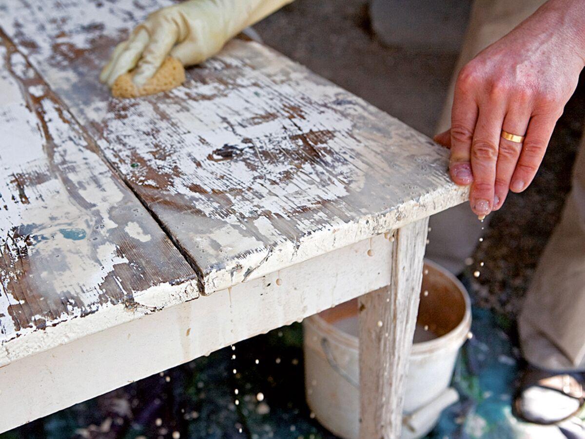 Comment Decaper Des Chaises En Bois comment décaper un meuble : femme actuelle le mag