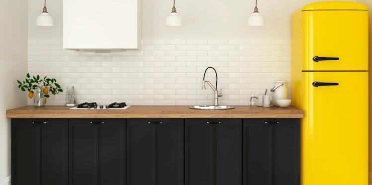 cr dence de cuisine comment repeindre le carrelage mural. Black Bedroom Furniture Sets. Home Design Ideas