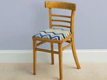 relooking peinture customiser des chaises en bois femme actuelle le mag. Black Bedroom Furniture Sets. Home Design Ideas