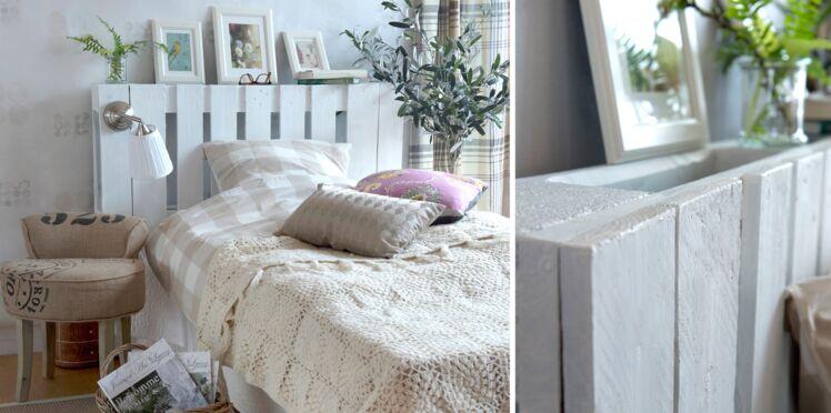 DIY : une tête de lit lumineuse en palettes