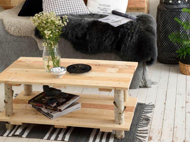 Diy une table avec des rondins de bois par sophie ferjani femme actuelle le mag - Meuble en rondin de bois ...