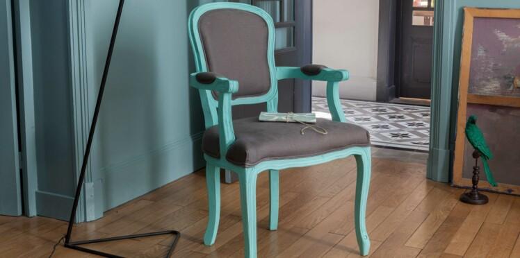 peinture comment relooker un fauteuil femme actuelle. Black Bedroom Furniture Sets. Home Design Ideas