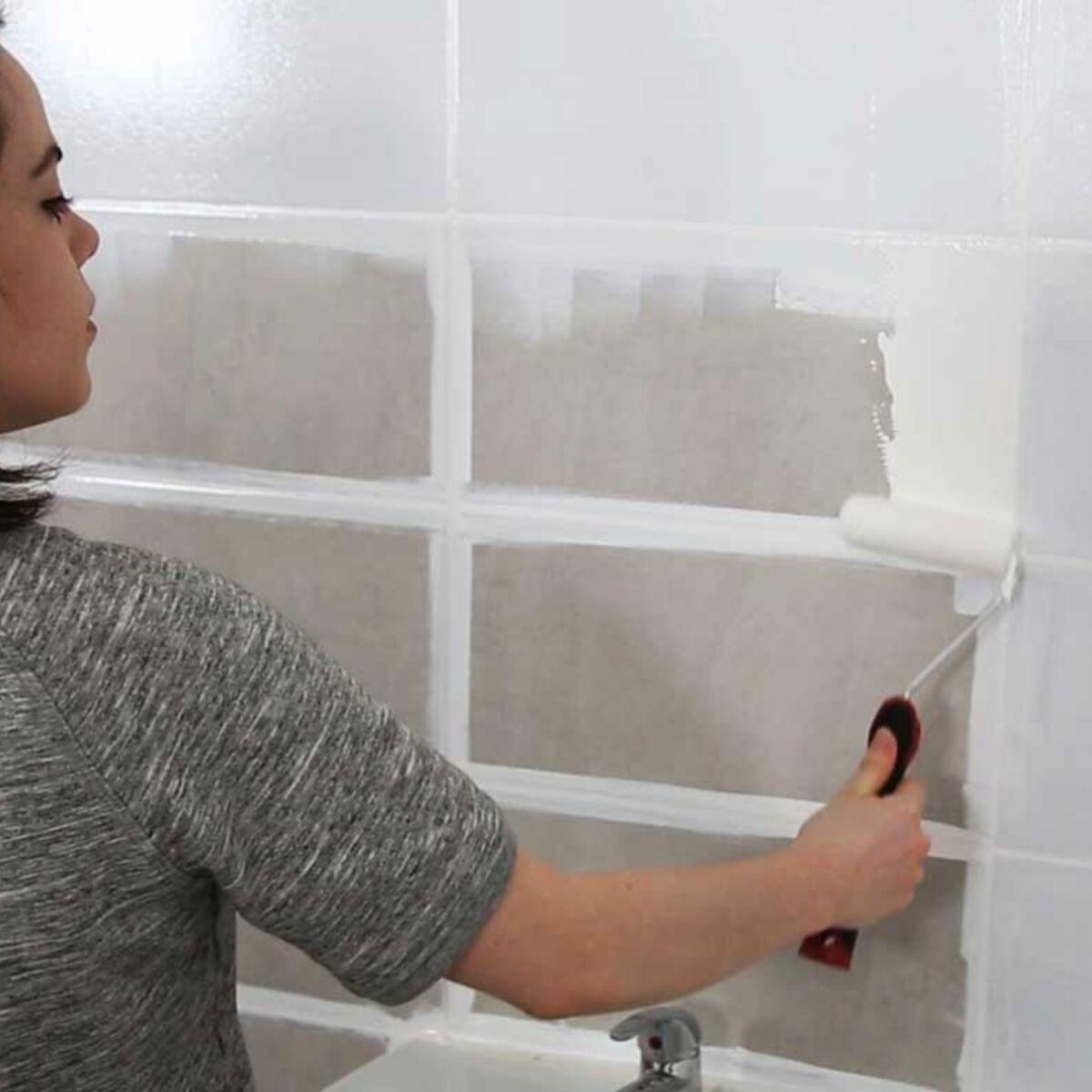 Moderniser Salle De Bain peinture de salle de bain : comment relooker le carrelage