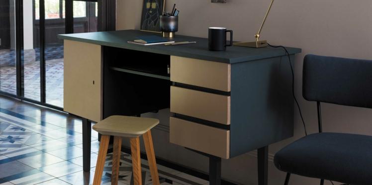 Peinture : relooker un bureau avec un effet métal