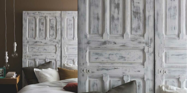 peinture une t te de lit en bois patin avec une porte. Black Bedroom Furniture Sets. Home Design Ideas