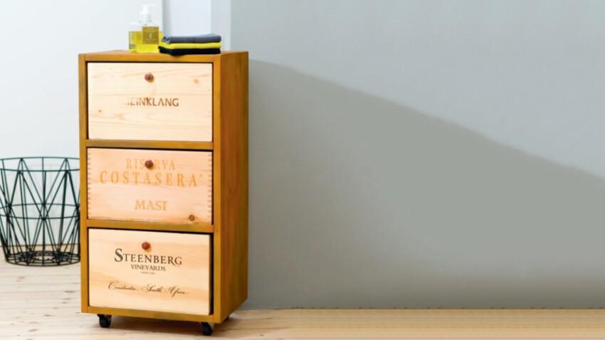 Récup : un chiffonnier avec des caisses de vin