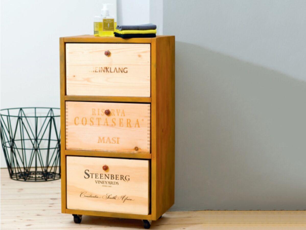 Caisse De Vin Déco récup : un chiffonnier avec des caisses de vin : femme