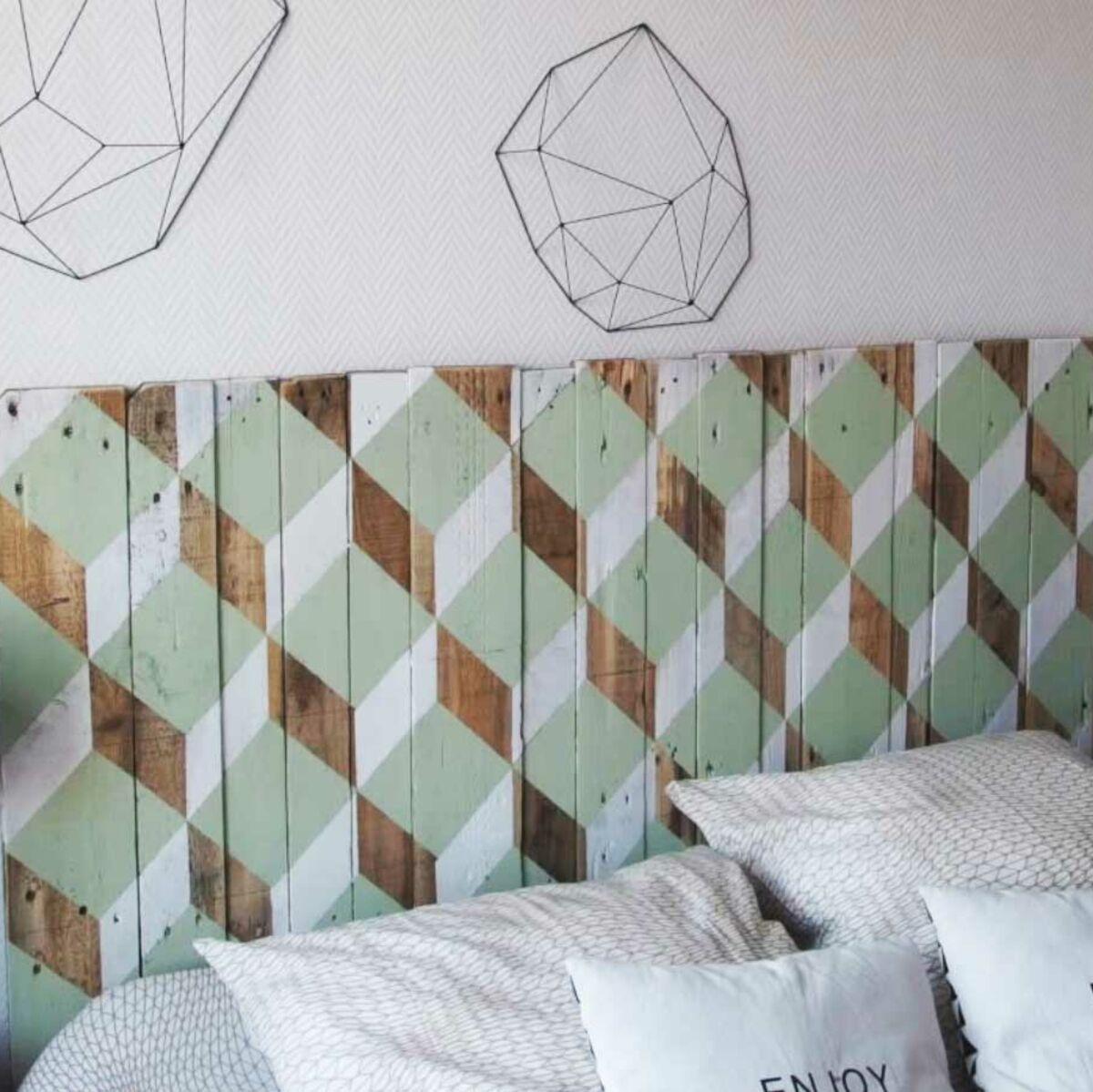 Porte En Tete De Lit récup : une tête de lit design en bois : femme actuelle le mag